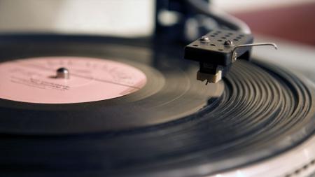 LP가 돌아왔다…'레코드판' 디지털 시대에 다시 사랑받는 이유는?