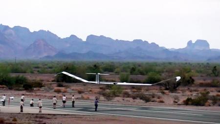 무인 항공기 25일 동안 연속 비행…태양에너지 덕분